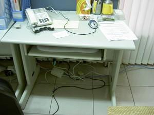 2006年3月13日,大纪元台湾中部分社办公室内所有电脑主机和液晶显示器遭爆窃,存档资料全数遗失,硬件设备损失约20万元新台币。 (大纪元图片)