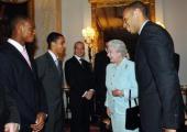 英國女王招待 兵工廠隊職員遊白金漢宮