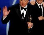 高尔两度作势要宣布参选2008年美国总统,但话都没有说完,现场一阵笑声。(Kevin Winter/Getty Images)