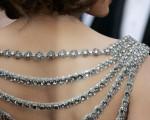 第79届奥斯卡颁奖礼举行,众女星配饰样式迥异,暗流复古风潮。(图片来源:Getty Images)