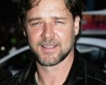 奥斯卡影帝罗素克洛(Russell Crowe)身穿黑色皮衣酷味十足。(图片来源:Getty Images)