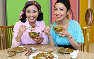 组图:杨谨华首次做菜姿势优雅有模有样    想亲手做菜给另一半吃