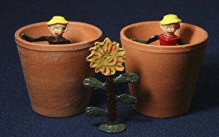 图文:佳士德拍卖英国50年代古董玩具