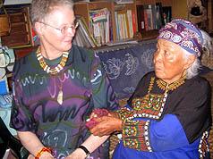 荷蘭詩人布宜絲愛上原民文化 認魯凱族乾媽