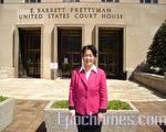 2007年4月20日下午﹐王文怡女士在华盛顿哥伦比亚地区法庭外述说了一年来的经历感触﹐再次呼吁不明真相的人们珍惜宝贵的机缘﹐寻找真相。(亦平摄影/大纪元)