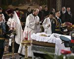 俄羅斯第一任民選總統葉利欽的遺體星期二(4月24日)移送莫斯科救世主大教堂停放,供民眾瞻仰。法新社圖片。