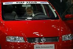 汽车牌照标售680万美元 创世界纪录