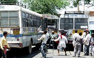 印度警察開槍驅散示威土著 至少10死