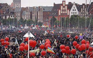 组图:德G8峰会 数万人抗议与警察冲突