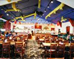 """规模最大""""禅海鲜自助餐厅""""﹙Zen Buffet Restaurant﹚柔似密店﹐以客为尊﹐欢迎大家的再次光临!﹙摄影︰袁玫/大纪元﹚"""