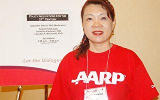 第八屆大洛杉磯華人分會長金雪倫,在2007美退休者協會年會上義務服務。(攝影:徐明/大紀元)