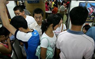 上海男子夾地鐵屏蔽門 墜軌身亡