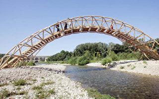 日本著名建筑师 法国河上搭纸桥