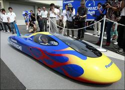 日本学生驾驶干电池汽车  打破金氏世界纪录