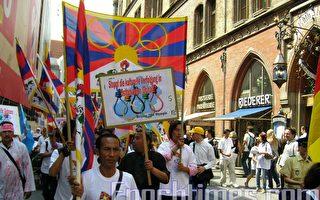 维藏流亡人士于德举行抵制北京奥会游行