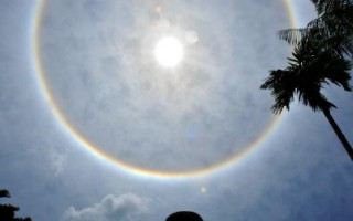 """马来西亚出现罕见""""圆形彩虹"""""""