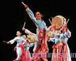 韩国文化节周末在美国旧金山登场﹐并在旧金山艺术宫举办了韩国民族舞蹈表演。(记者MARK ZOU摄/大纪元)
