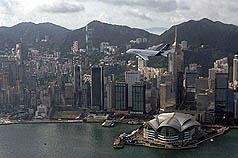 A380空中巨无霸今早两度在维港低飞