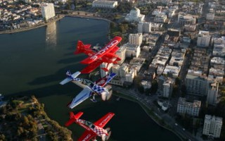 组图:精彩的旧金山舰队周飞行表演