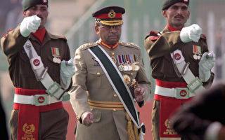 穆沙拉夫辞去巴基斯坦陆军总参谋长的职务,交出军权,准备在周四宣誓就任新总统。(John Moore/Getty Images)