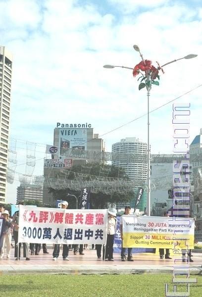 马国独立广场游行声援三千万三退勇士