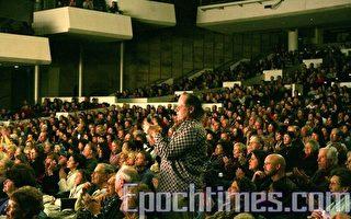 丹佛第二场神韵晚会爆满 观众起立喝彩