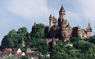 游中世纪古堡 仿佛身临童话世界