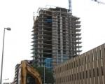 圖︰城市住房問題,是大選的焦點問題之一。圖為卡爾加里中城(MidTown)的一處住房施工現場。(攝影:大紀元/吳偉林)