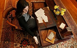图片新闻:狄更斯创作桌椅拍卖