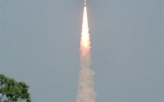 印度發射火箭  一次搭載十枚衛星升空