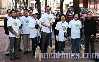 华埠清洁日 官民总动员 百人齐扫街