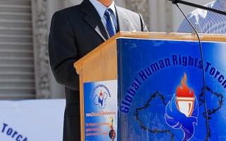 社民党秘书长刘因全阁家参加人权圣火仪式