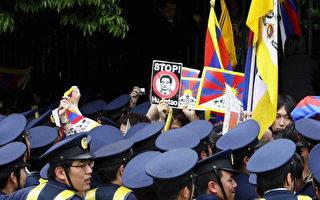 組圖:日本大學生抗議胡錦濤演講