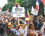 5月10日下午参加游行的藏人及其支持者有上千人。(摄影:章乐/大纪元)