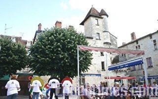 在法国历史小城揭露中共本质
