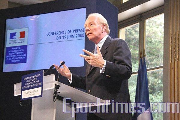 法移民部长:倡专业移民,反非法移民