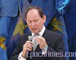 歐洲議會副主席 愛德華 麥克米蘭-斯考特先生(Edward McMillan-Scott)在國際大赦舉辦的活動上講話(攝影:李孜/大紀元)