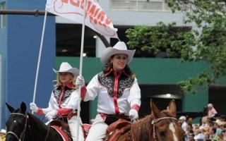 组图:卡尔加里牛仔节大游行