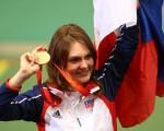 捷克名將埃蒙斯(Katerina Emmons)以503.5環的成績奪得女子十米氣步槍決賽冠軍,成為本屆奧運會第一枚金牌獲得者。 (Photo by Phil Walter/Getty Images)