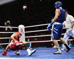 北京奥运轻重量级的(81 公斤) 拳击比赛,8月14 日,阿尔及利亚的选手Abdelhafid Benchabla(右)与埃及选手的Ramadan Yasser 对战。(Getty)