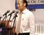 王军在7月30日的罢免刘醇逸杨爱伦委员会新闻发布会上。(摄影:钟涛/大纪元)