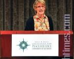 人权观察副主席勃格女士在圣地亚哥大学发表演讲,抨击中国政府在奥运期间人权问题上的表现。(摄影:李旭生/大纪元)