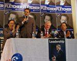 外交部长艾民信(David Emerson)(右2)、士嘉堡爱静阁候选人刘秉纯(右4)、烈治文山候选人梁中心(右1)、在万锦市于人村候选人范德勤(Duncan Fletcher) (右3)选区办公室与华语媒体见面(摄影:周行/大纪元)。
