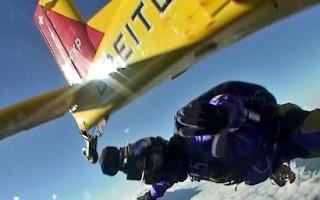 組圖:空前紀錄 冒險家跳傘飛越聖母峰