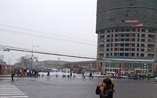 西安居民風雨中堵路一天 抗議不供暖