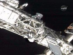奮進號太空梭太空人第三度漫步  維修太空站