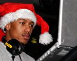 饒舌歌手兼演員尼克·卡農(Nick Cannon)當聖誕節目的DJ。(圖/Getty Images)