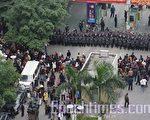 中国警民冲突不断。2008年12月30日﹐广州市天河区骏景变电站再次强行开工,民众抗议,当局出动上千个武警在现场戒备,强行驱散抗议群众,过程中双方发生冲突。(大纪元)