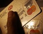 六年前有幾次債務的紀錄,若從那以後準時付款,盡所能獲得良好的信用記錄。有何方法從信用報告上刪除這些舊的負債記錄呢?(MIKE CLARKE/AFP/Getty Images)