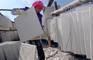 中制毒墙板问题蔓延 美加多州新房遭殃